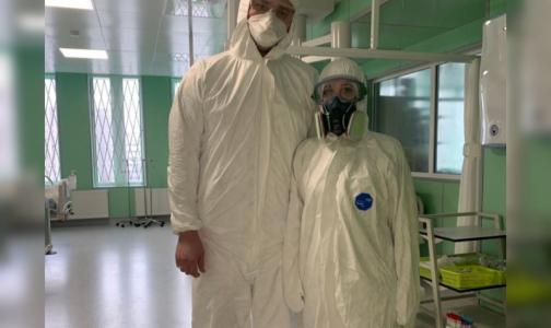 Фото №1 - В петербургском комздраве объяснили, когда медикам нужен костюм биозащиты, а когда достаточно маски