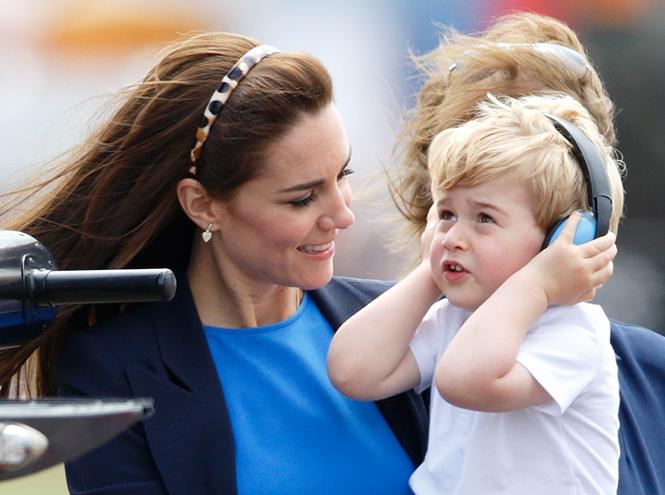 Фото №2 - Принц Джордж продемонстрировал публике свои изысканные манеры