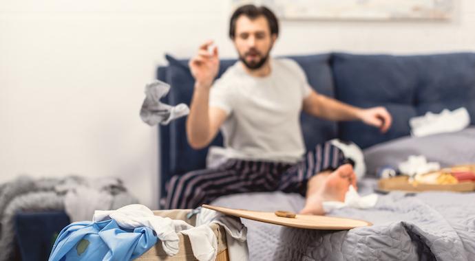 Почему мужчины разбрасывают носки? Ответы двух сторон
