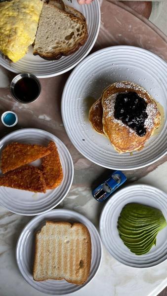 Фото №2 - Беременная пышка Эшли Грэм показала свой завтрак, которого хватит на троих