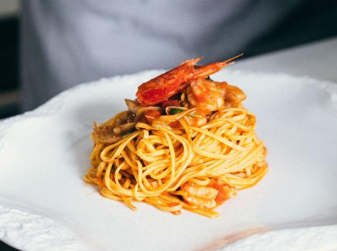 Фото №1 - Рецепт от шефа: секрет сицилийской пасты с креветками