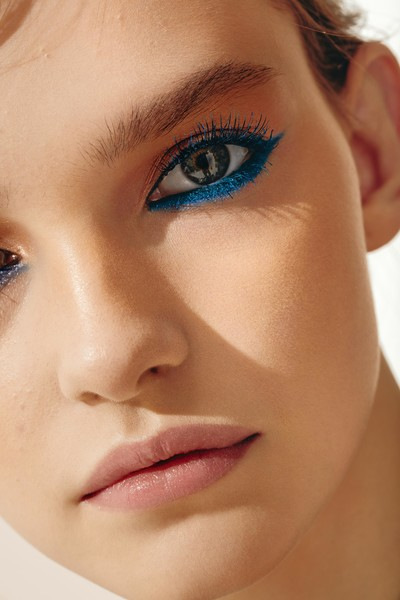 Фото №3 - Как ввести синий цвет в макияж и не пожалеть об этом