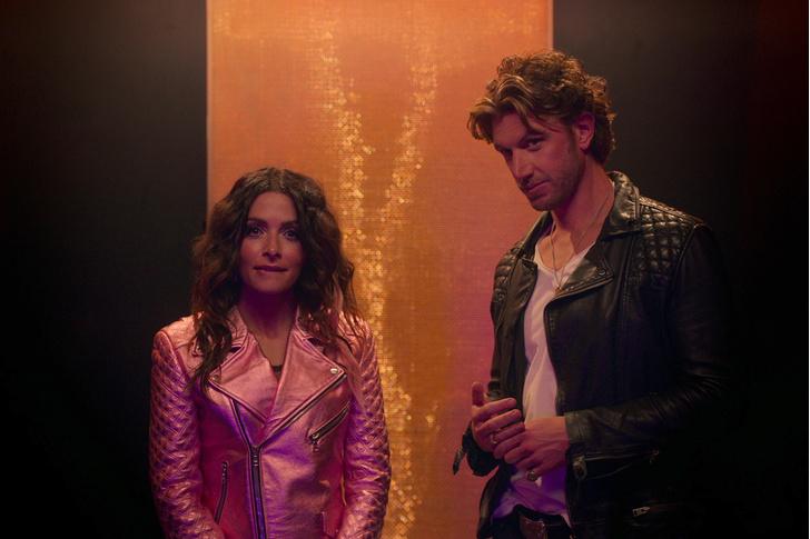 Фото №1 - Netflix vs отношения: как не разрушить свою любовь, поддавшись «сериальному» искушению