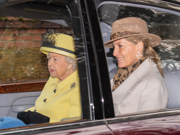 Фото №2 - Запретная тема: общее хобби Королевы и Софи Уэссекской, которое раздражает принца Филиппа
