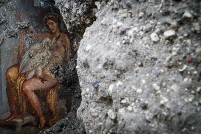 Фото №1 - В Помпеях нашли эротическую фреску