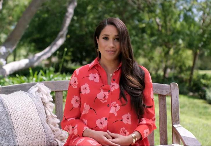 Фото №1 - Красное платье и голливудская укладка: новый «выход» беременной герцогини Меган