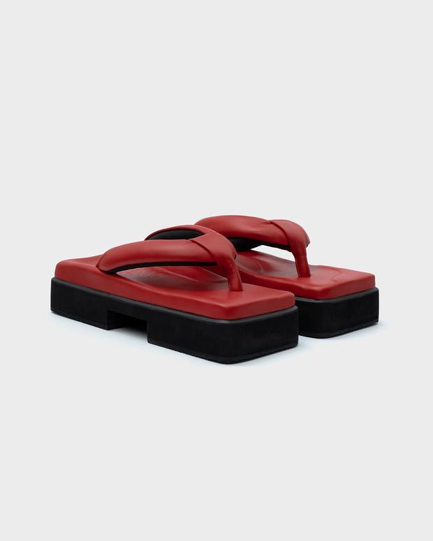 Фото №1 - Red spring: сандалии SINOBI
