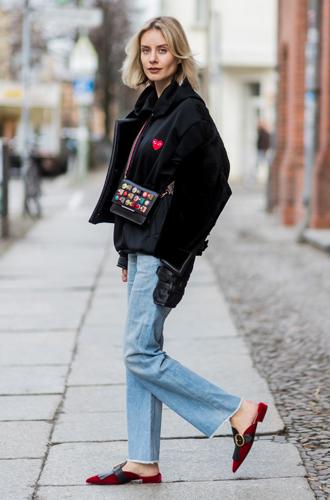 Фото №7 - Мюли вернулись: с чем сейчас носить культовую обувь 90-х