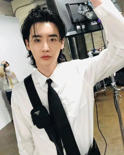 Фото №10 - Корейские парни доказали: длинные волосы— это секси 🔥
