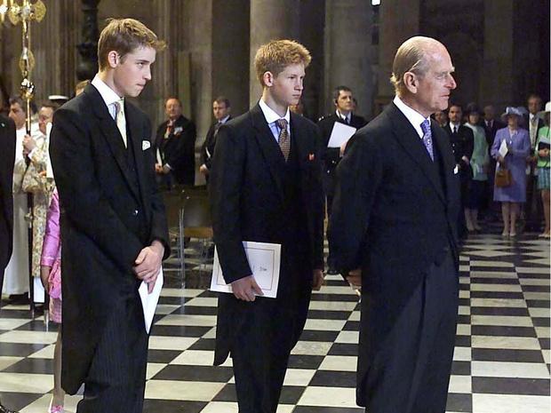 Фото №2 - «Долг», который Уильяму и Гарри придется отдать принцу Филиппу (несмотря на их конфликт)