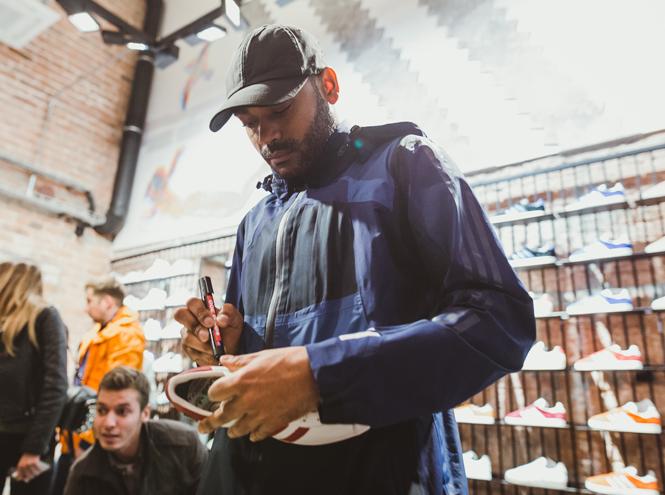 Фото №7 - Первый и единственный: в Москве открылся флагманский магазин Adidas Originals