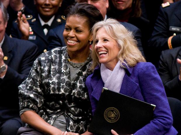 Фото №1 - Когда Мишель встретила Джилл: трогательная дружба двух Первых леди США