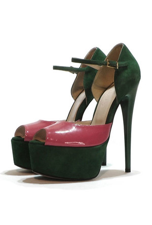 Фото №16 - От босоножек с декором до сандалий-гладиаторов: 10 антитрендов летней обуви