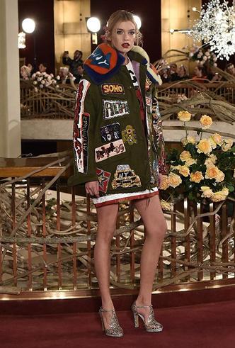 Фото №9 - Только топ-модели: Эшли Грэм, Наоми Кэмпбелл и другие на показе Dolce & Gabbana Alta Moda