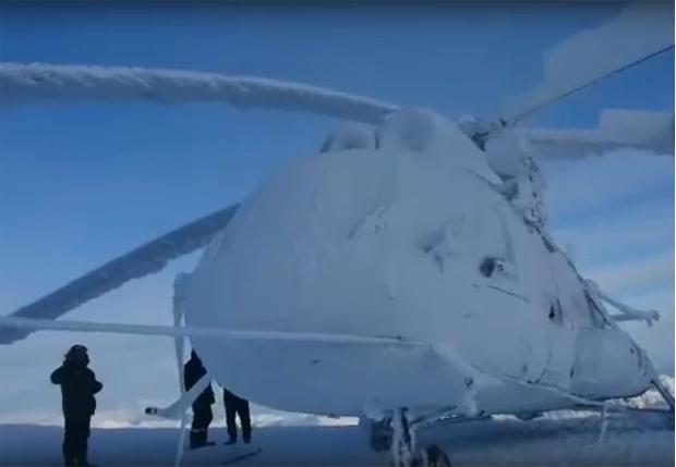 Фото №1 - На Камчатке туристический вертолет моментально обледенел из-за выброса гейзера (видео)