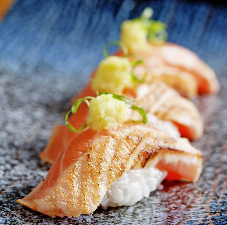 Фото №1 - Тут рыбу заворачивали: история и рецепт суши