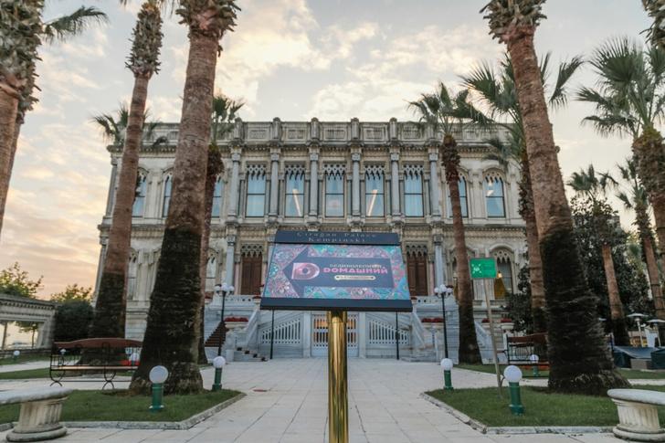 Фото №1 - Восток-Запад: «Dомашний» представил новый телесезон в «городе контрастов» Стамбуле