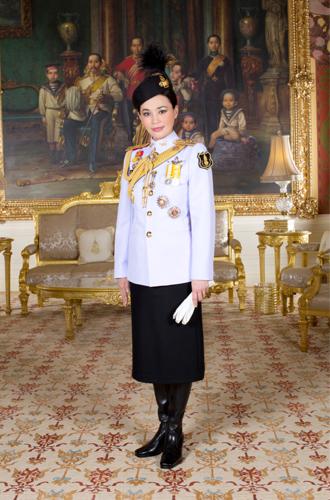 Фото №4 - Представлены официальные снимки королевы Таиланда