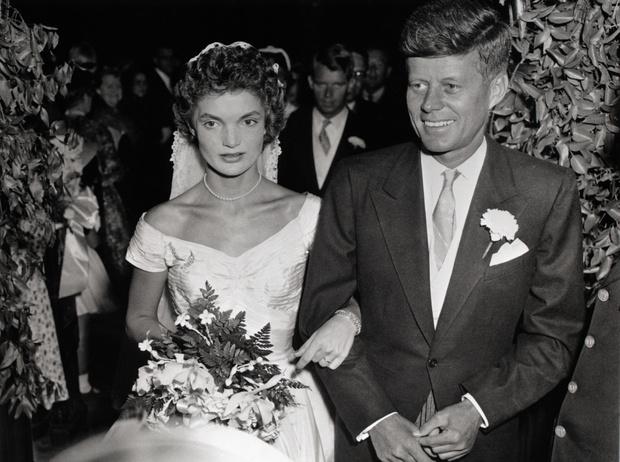 Фото №1 - Семейная реликвия: неизвестная история фаты Жаклин Кеннеди