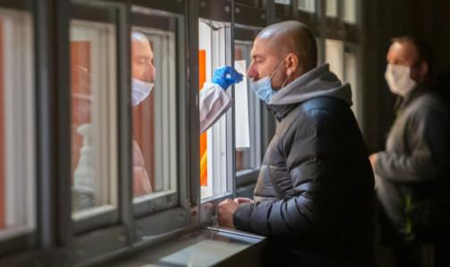 Фото №1 - Роспотребнадзор: Чтобы не было ложноотрицательных тестов, перед сдачей мазка на коронавирус нельзя пить, курить, есть и краситься