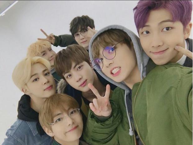 Фото №1 - BTS выпустят специальное ток-шоу под названием «Let's BTS»
