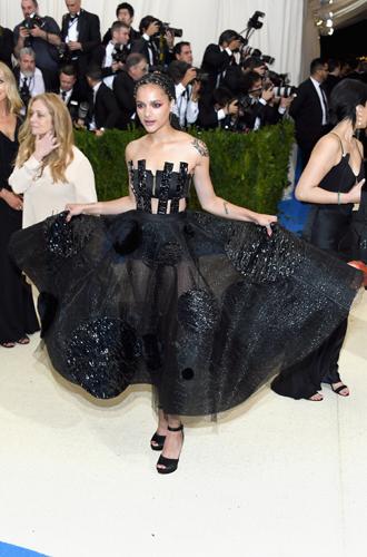 Фото №40 - MET Gala 2017: кто рискнул соблюсти дресс-код бала