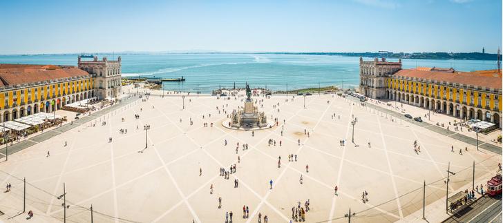 Фото №1 - Город на семи холмах: Лиссабон в 10 открытках и фактах