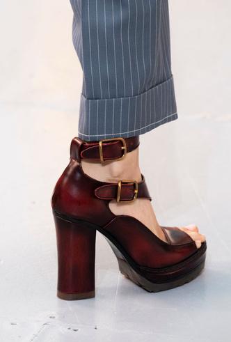 Фото №4 - Самая модная обувь весны и лета 2020: советы дизайнеров