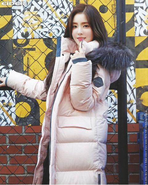 Фото №1 - Как одеваться, чтобы не мерзнуть: тренды зимнего стиля корейских айдолов