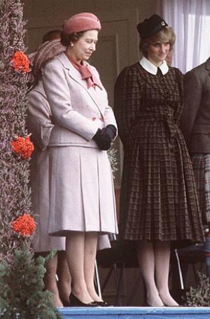 Фото №12 - Нелюбимая обувь принцессы Дианы