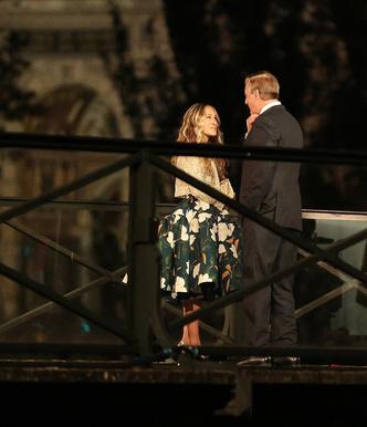 Фото №1 - Место встречи изменить нельзя: Кэрри Брэдшоу и мистер Биг на мосту Искусств в Париже
