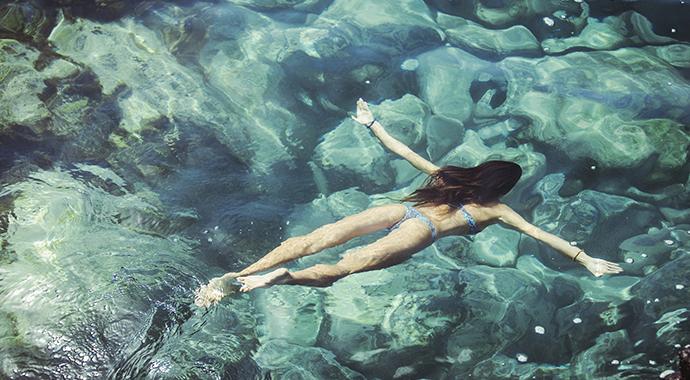 Аквафилинг: 5 упражнений для укрепления тела в воде