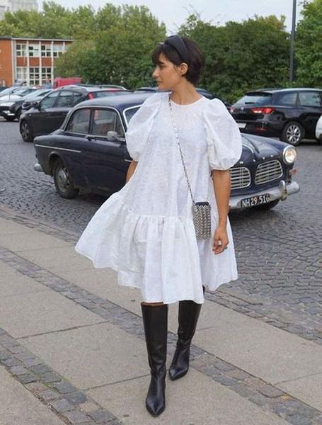 Фото №1 - Вопрос дня: как носить оверсайз платье