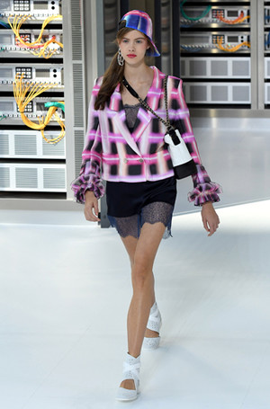 Фото №3 - Хотеть не вредно: новая сумка Chanel's Gabrielle