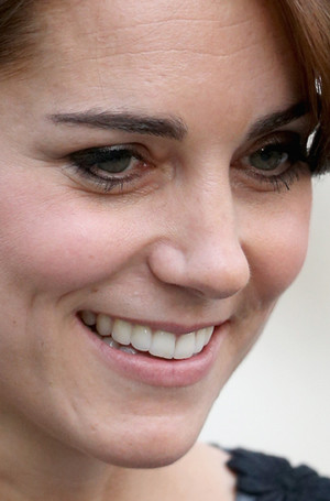 Фото №6 - «Я не красивая— это все макияж!»: учимся краситься, как Кейт Миддлтон