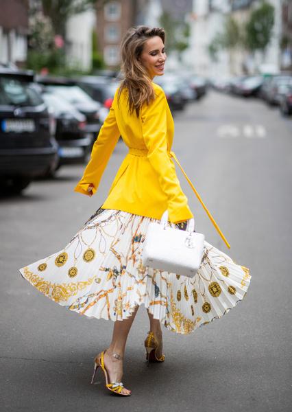 Фото №1 - Какие юбки носить девушке с кривыми ногами: 11 вариантов