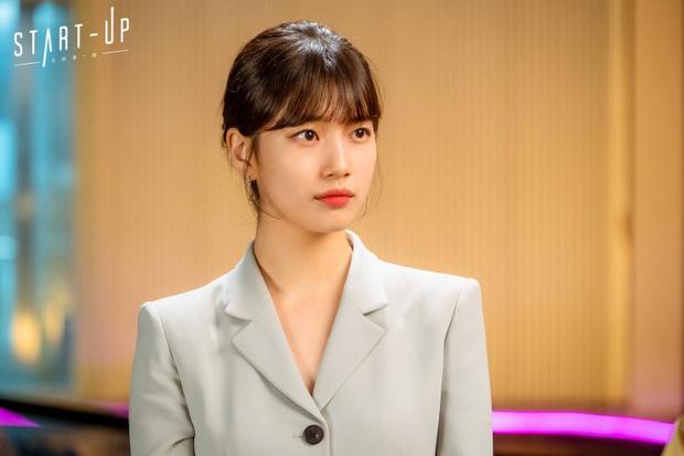 Фото №1 - 12 самых стильных луков героинь из корейских дорам 2020 года