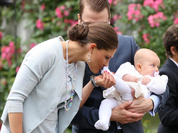 Фото №3 - Самые трогательные фото королевских мам с детьми