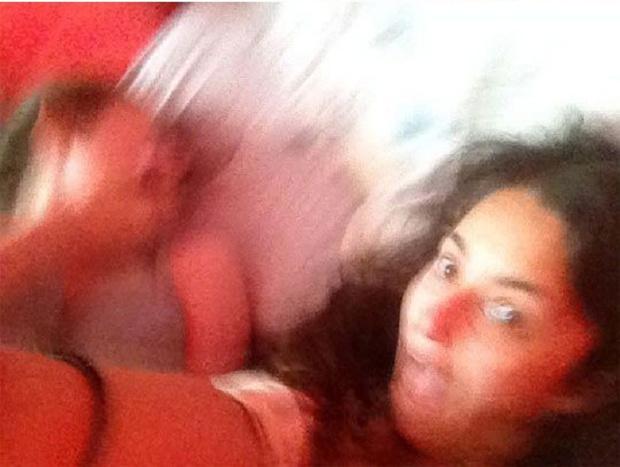 Фото №10 - Девушки хотели сделать селфи, но получился ужастик из 10 кадров
