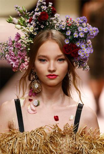 Фото №13 - Карла Бруни, Моника Беллуччи и другие звезды в показе Dolce & Gabbana SS 2019