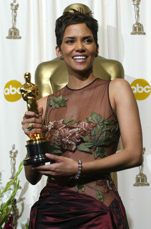 Фото №25 - Легенды «Оскара»: самые известные платья в истории премии