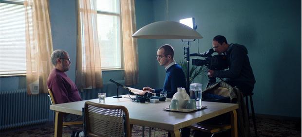 Давид Дэнцик (слева) играет психопата Квика, нас же он известен по роли Горбачева в сериале «Чернобыль»