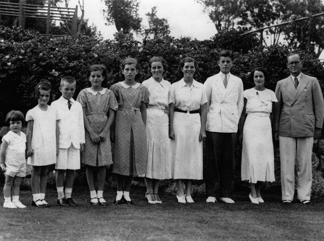 Фото №2 - Проклятие Кеннеди: 22 ужасные трагедии «королевской» семьи Америки
