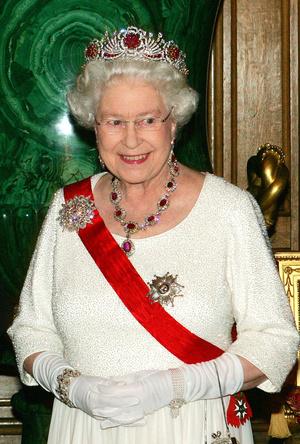 Фото №7 - Камни судьбы: самые роскошные рубиновые тиары королевских семей