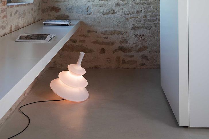 Напольный светильник Pirla, дизайн студии Bizzarri Design Associati для Karman, 2020.
