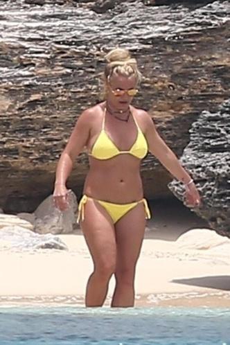 Фото №2 - Мастер фотошопа: Бритни Спирс решила показать тонкую талию