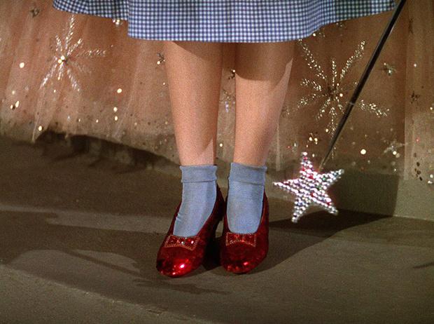 Фото №11 - Культовая обувь из кино: от туфелек «Золушки» до ботфортов «Красотки»