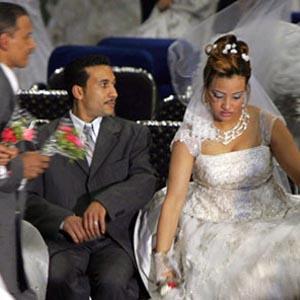 Фото №1 - Египтянкам разрешили оформлять брак