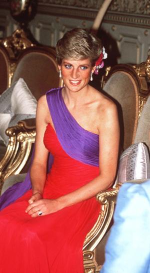 Фото №3 - Меган Маркл изменила своему цветовому коду (и подчеркнула связь с Дианой)