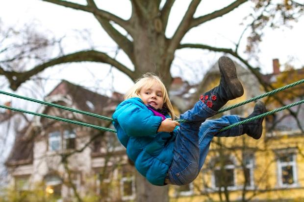безопасность ребенка на детской площадке